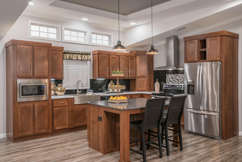 Cimarron-Classic-3264R-Kitchen-2.jpg