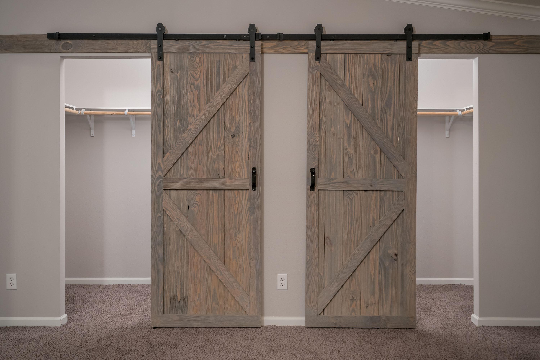 Cimarron-Classic-3264R-Master-Bedroom-Closet-1.jpg
