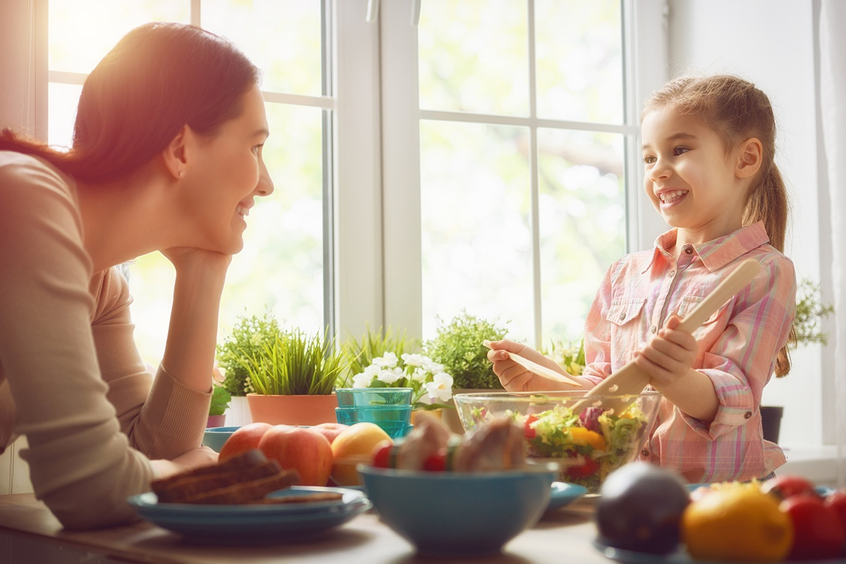 Mom-and-daughter-food