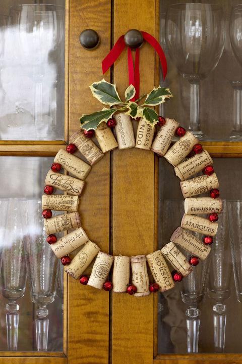 gallery-55004332b09f5-ghk-wine-corks-wreath-s2.jpg