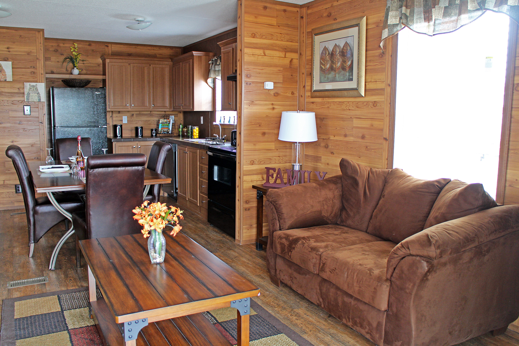hunters-cabin-living-room3