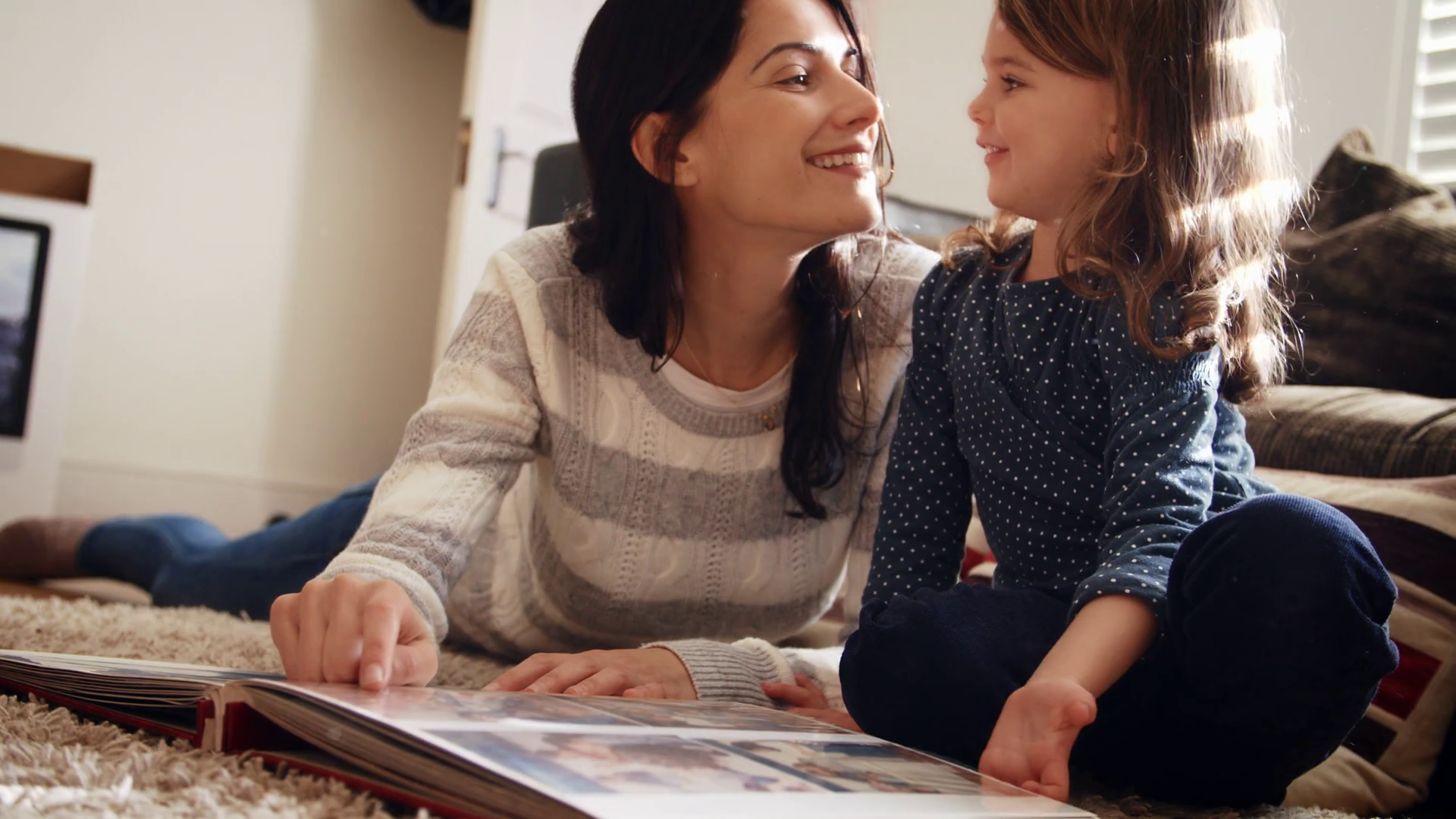 mother-and-daughter-at-home-looking-through-photo-album_sqpwhkyfg_thumbnail-full01