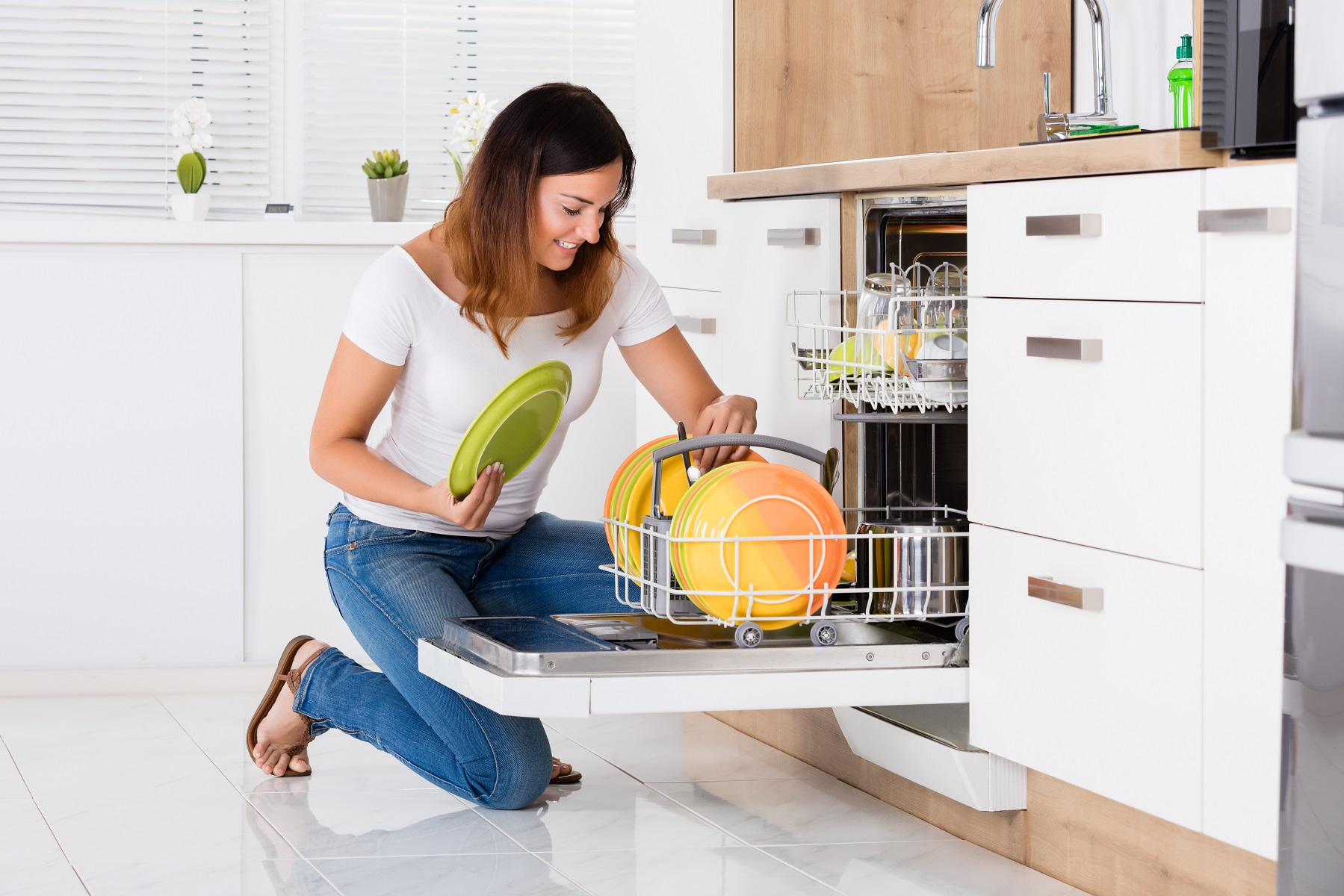 The Best Way to Clean your Dishwasher in 5 Easy Steps